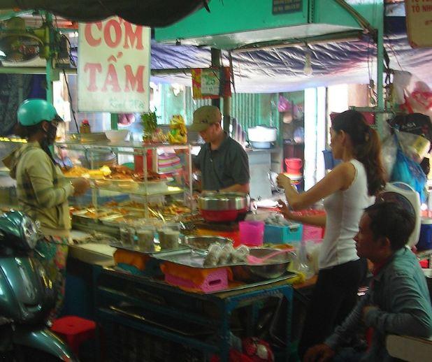 A street vendor selling Com Tam.